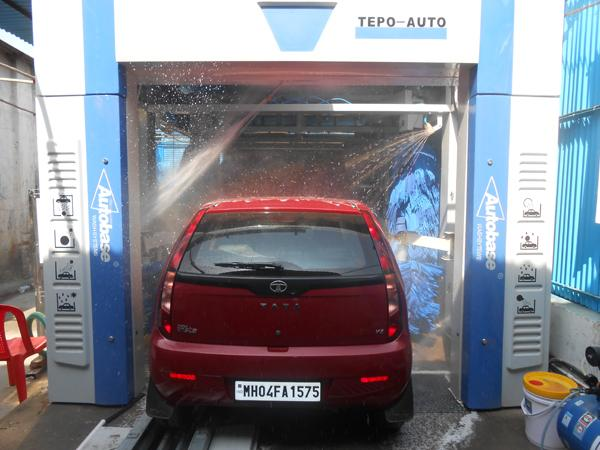 Effective Tunnel Car Washing Machine , Horizontal Type Wheel Cleaning Systems
